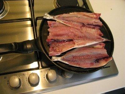скумбрия на сковороде