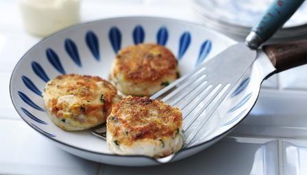 Рыбные котлеты из тунца в духовке с картошкой