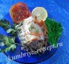 Фаршированная скумбрия, запеченная в фольге с луком и сыром