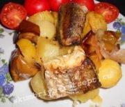Хек, запеченный в духовке с овощами