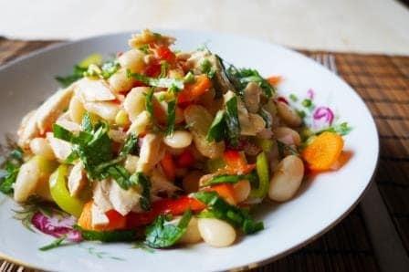 салат с консервированным тунцом и фасолью