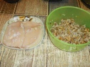 смешать грибы и рис