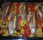 Тунец, запечёный с овощами в духовке