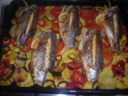 тунец запеченный с овощами