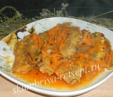 Путассу, тушеная с морковкой и луком