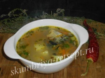 Простой рыбный суп с консервой