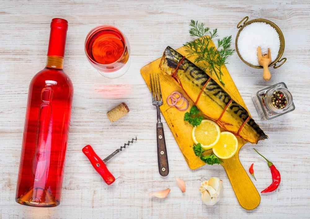 розовое вино и скумбрия