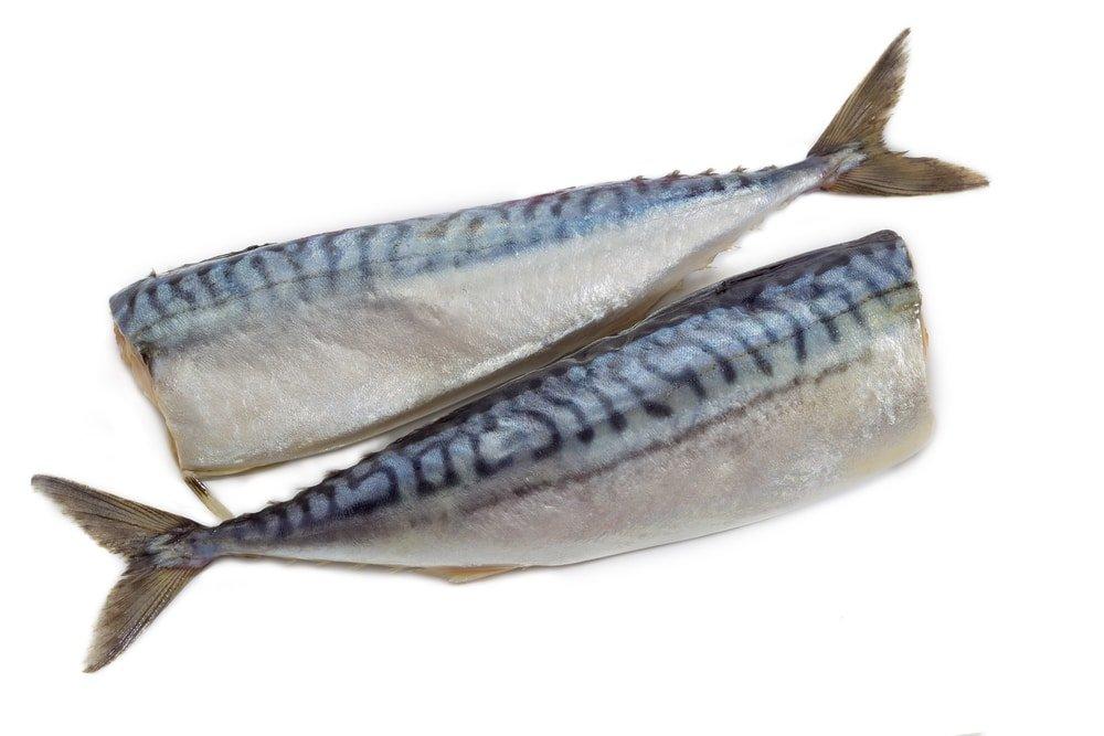 две рыбины готовые к засолке