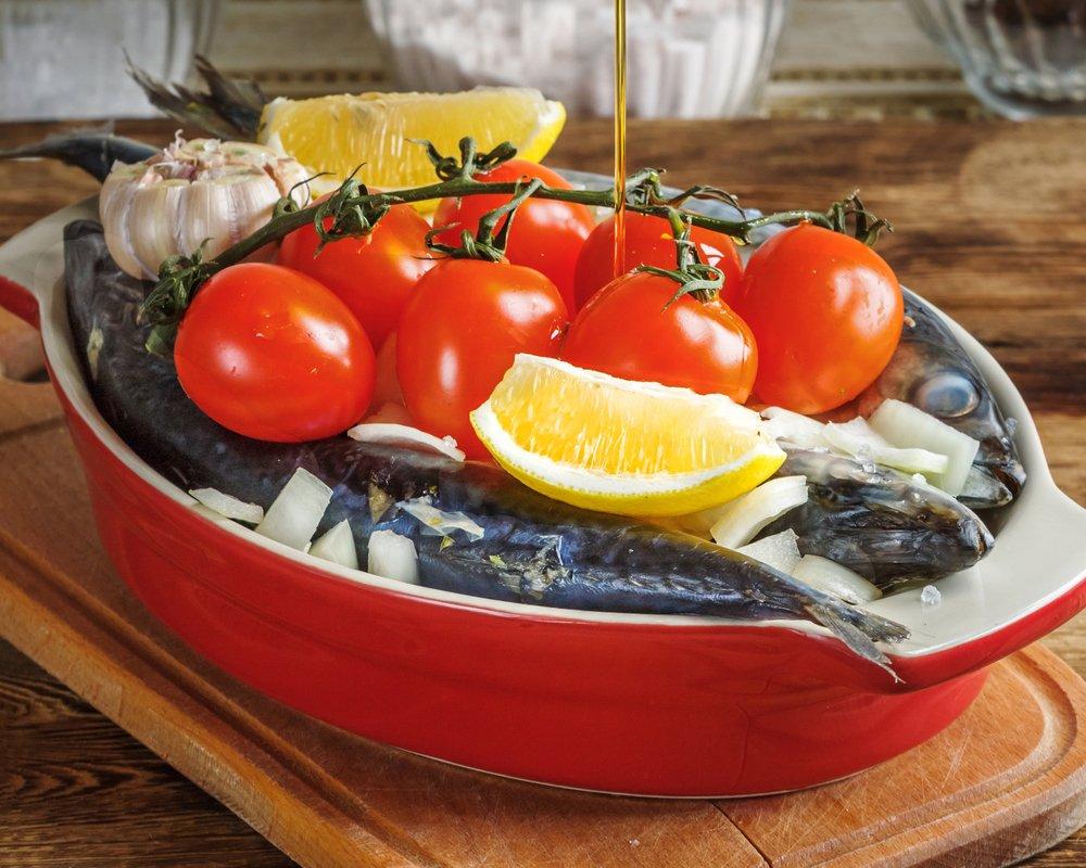 Рецепт тушеной скумбрии с помидорами