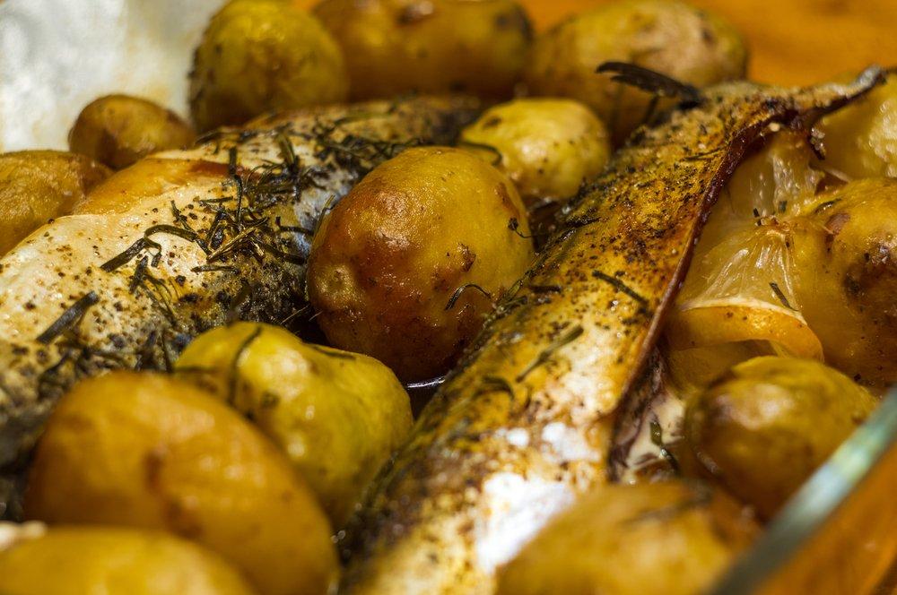 Скумбрия с картофелем в микроволновке
