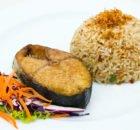 Вкусная скумбрия с рисом в фольге в духовке на скорую руку