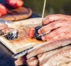 Как сделать рулет из скумбрии с черносливом, овощами и другими ингредиентами