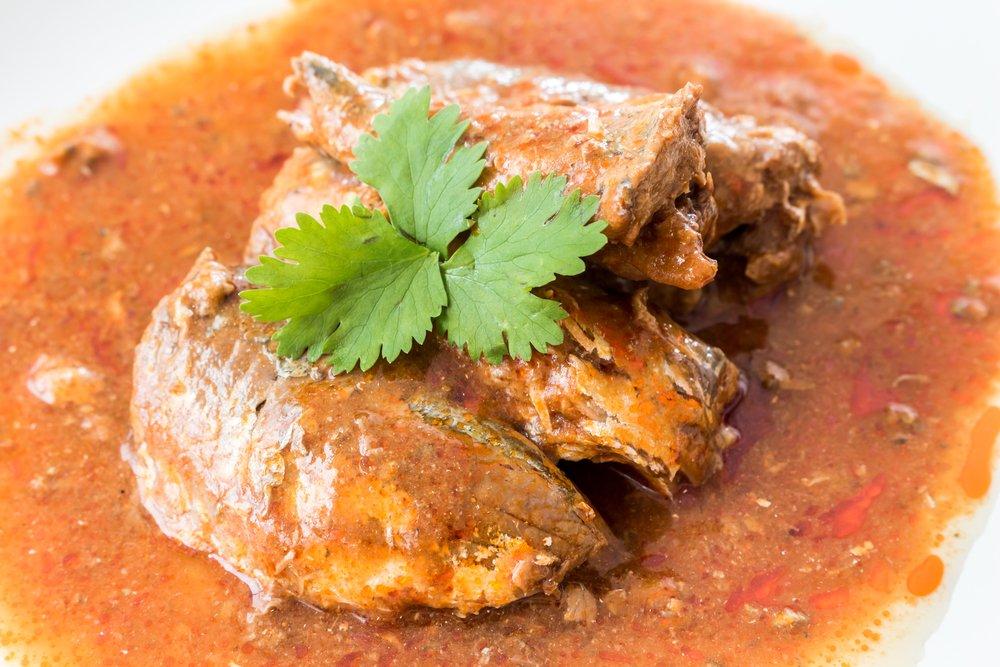Польза и вред скумбрии в томатном соусе