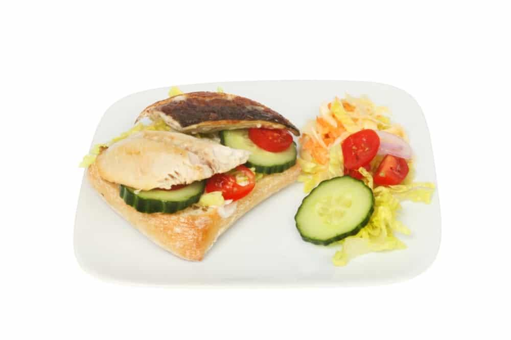 Оригинальные бутерброды с соленой скумбрией