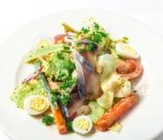 Вкусные салаты из слабосоленой скумбрии