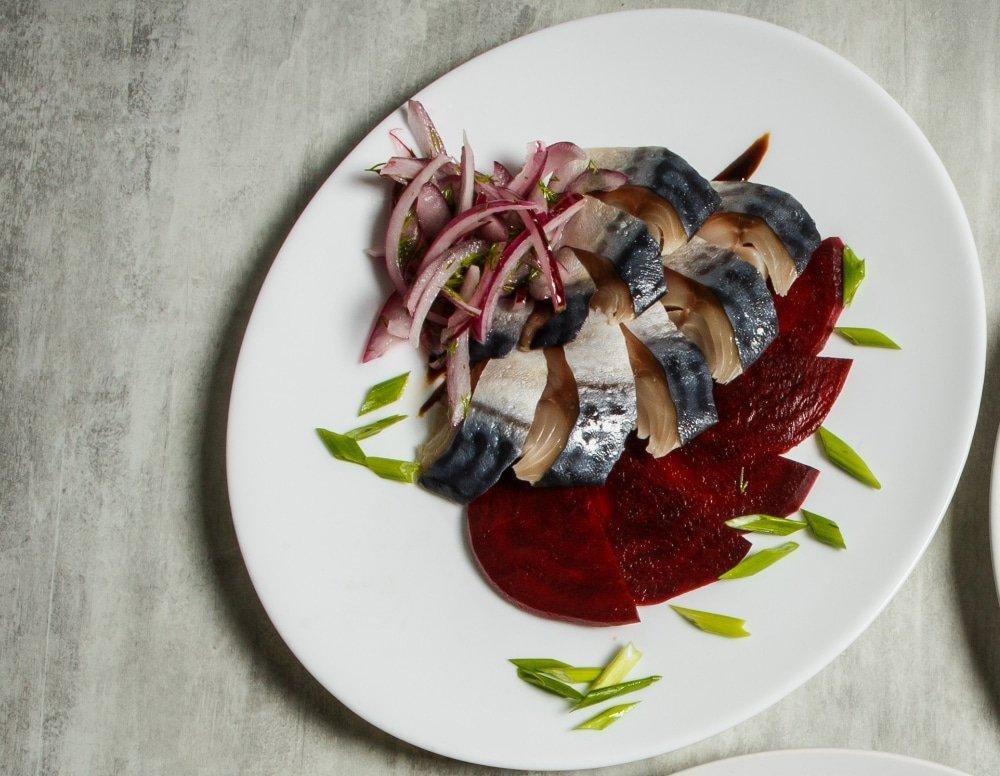 Норвежский салат из слабосоленой скумбрии